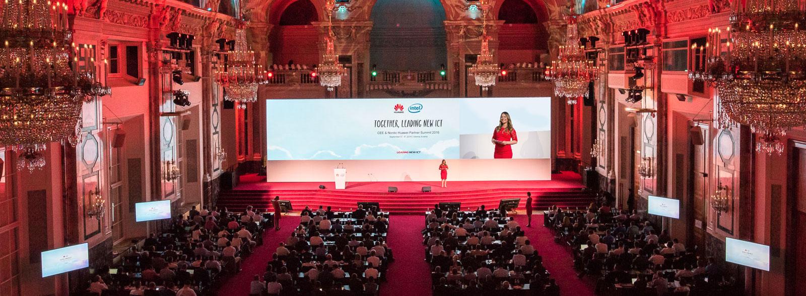 Professionelle Moderatorin für Digitalisierung Saskia Naumann ist Ihre Eventmoderatorin