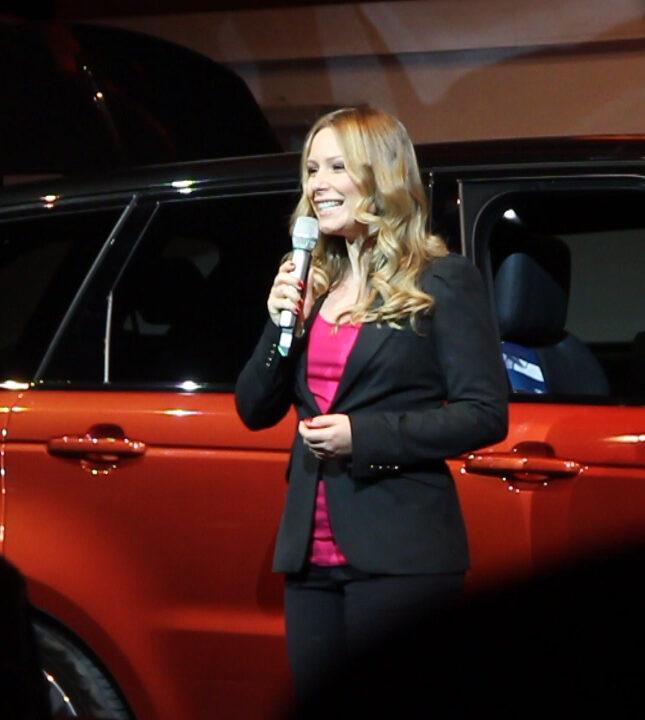 Eventmoderatorin in Stuttgart Saskia Naumann- Moderatorin bei einer Automotive/ Automobil Event Moderation