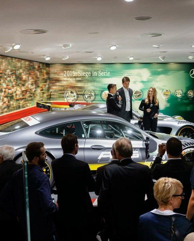 Automotive Moderatorin Saskia Naumann auf der IAA für Mercedes Benz - Automobil Messemoderation