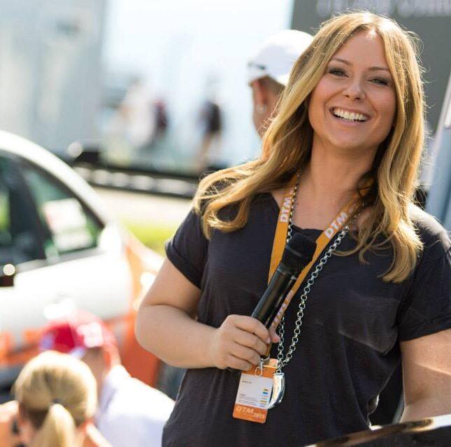 Automobil Moderatorin Saskia Naumann bei der Eventmoderation der DTM für Mercedes Benz