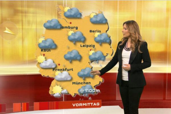 Wettermoderatorin-Saskia-Naumann-präsentiert-das-Wetter-für-RTL