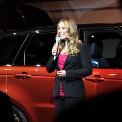 Eventmoderator für Automobil gesucht - Saskia Naumann ist spezialisierte Eventmoderatorin für Automobil