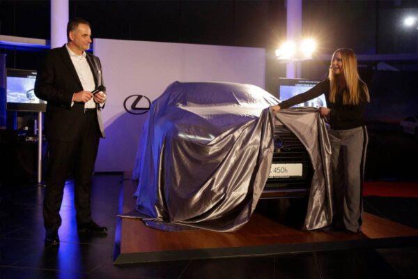 Eventmoderatorin für Automobil Saskia Naumann - bundesweit als Moderatorin für Automobil-Events buchbar