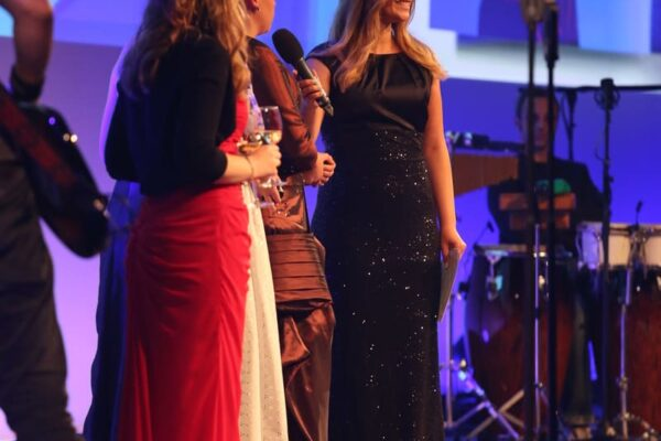 Gala Moderation vom Profi Saskia Naumann Moderatorin für Gala und Event
