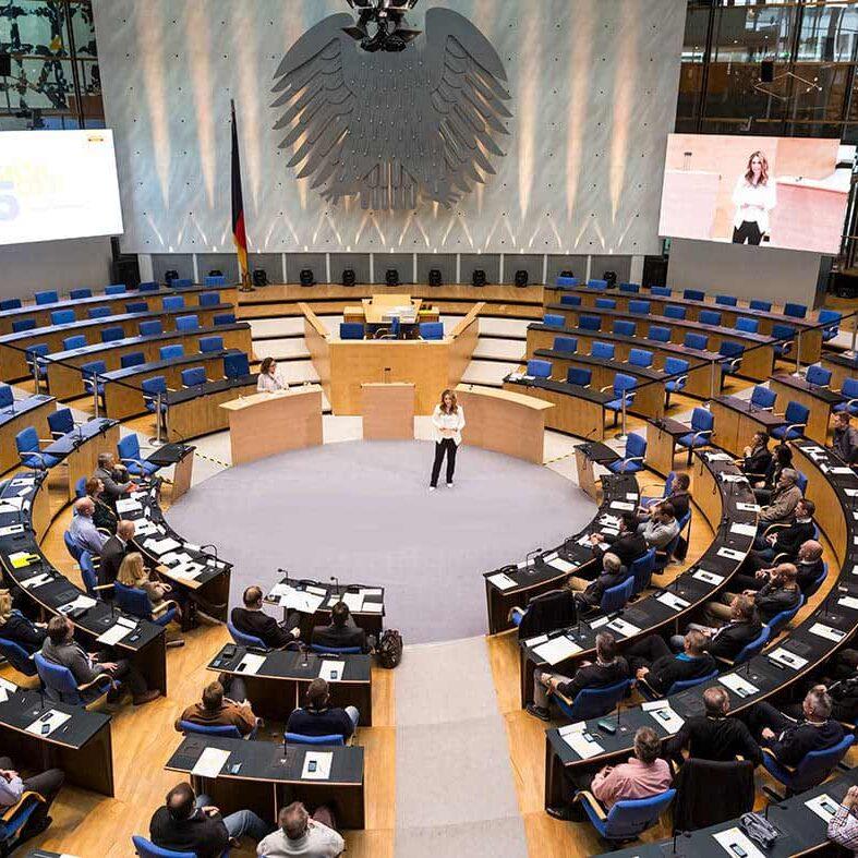 Kongressmoderation mit Saskia Naumann Bundestag Bonn