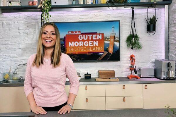 RTL-Moderatorin Saskia Naumann im Set von Guten Morgen Deutschland