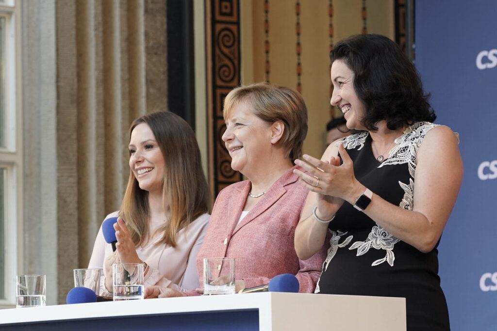 Moderatorin München Saskia Naumann bei Veranstaltung mit Angela Merkel