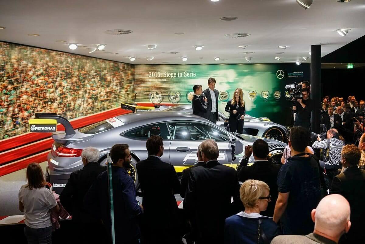 Messemoderatorin Saskia für Mercedes Benz in Frankfurt